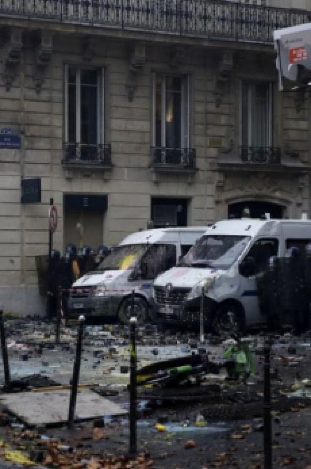 В Париж е страшно, като на война е! (ВИДЕО/СНИМКИ)