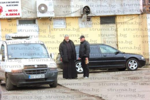 Мистерията с трупа в колата на кюстендилския свещеник става все по-голяма! (СНИМКИ)