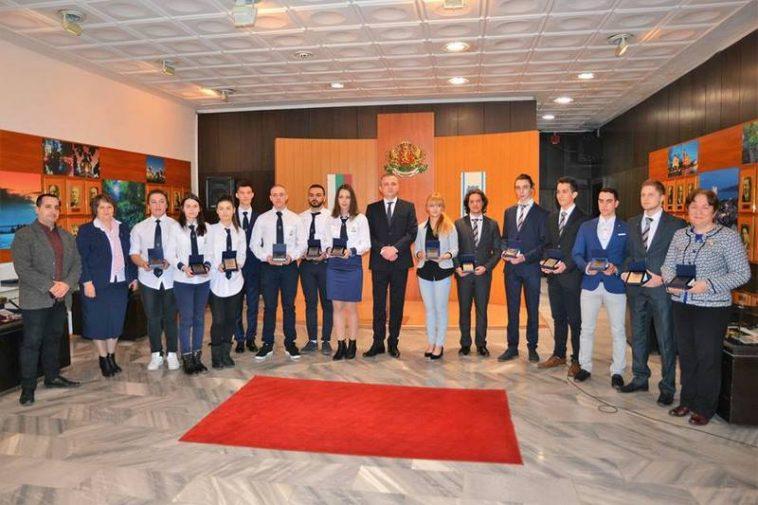 Български ученици с две първи места в конкурс на НАСА