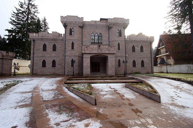 Продават скъпо палата на Косьо Самоковеца