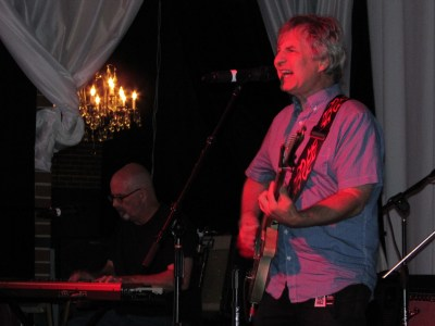 Chris Stamey (right) with Peter Holsapple