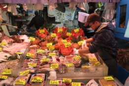 One of the countless shops in the market, this one specialing in very large crustaceans.