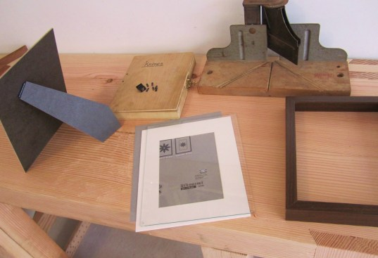 picture frame hardware