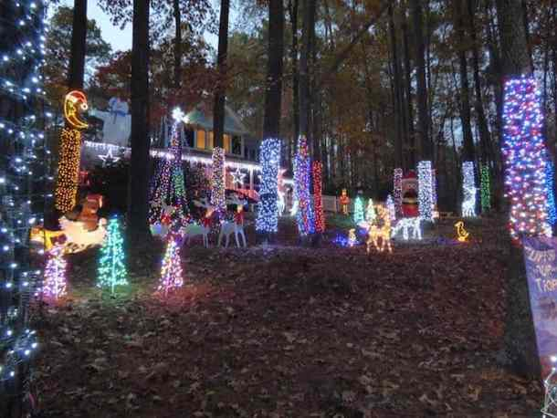 Goldman Family Lights 6331 Deerview Drive Raleigh Friday November 23 Through New Year S 5 P M To 10