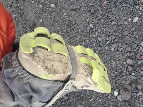 靴はぼろぼろです