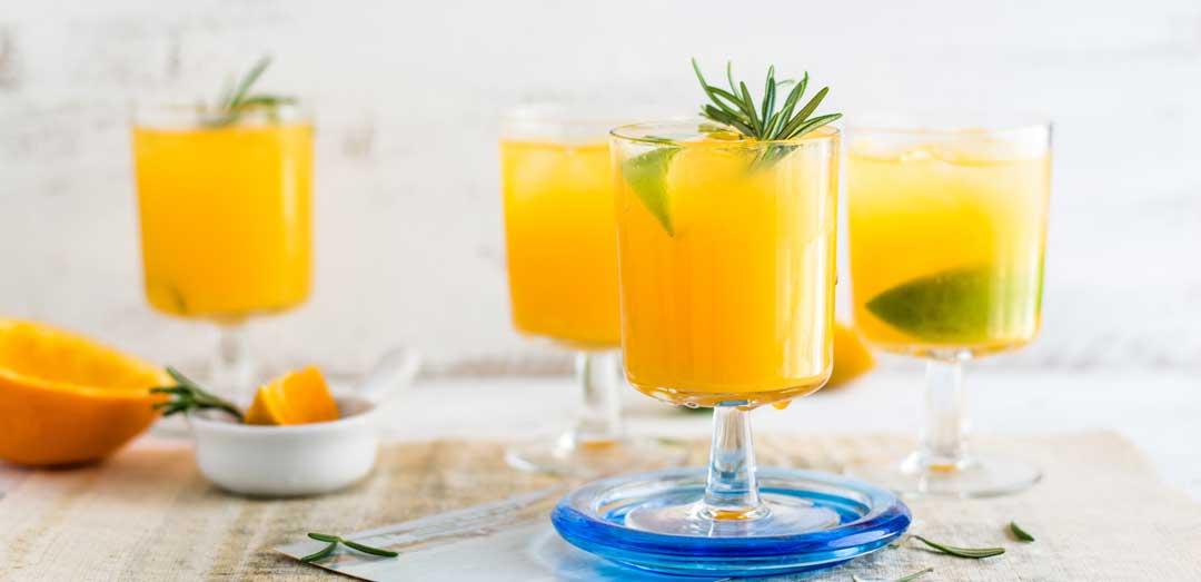 verres de jus d'oranges