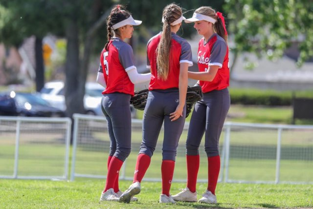 Junior Faith Jimenez (left), senior Amanda Foglesong (center), and junior Brooklyn Campbell (right). Photo by Patrick Takk.