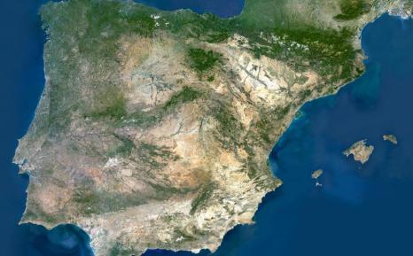 Foto de la península desde satélite, donde es imposible ver ni Estado ni naciones, que son ambos constructos sociales