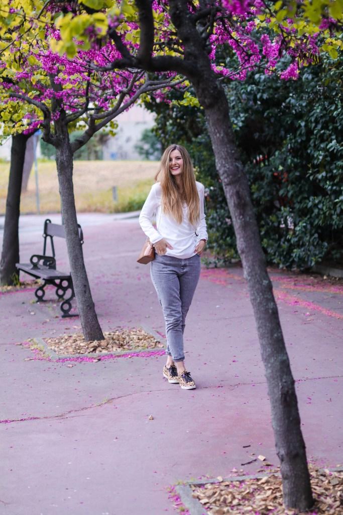 jean mom et blouse blanche blog mode