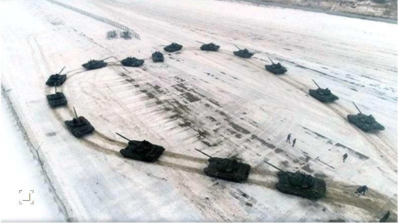 Руски офицер ѝ предложи брак на својата љубена со срце од 16 тенкови