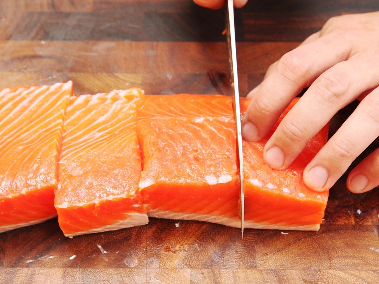 Somonul de crescătorie – unul dintre cele mai toxice alimente din lume