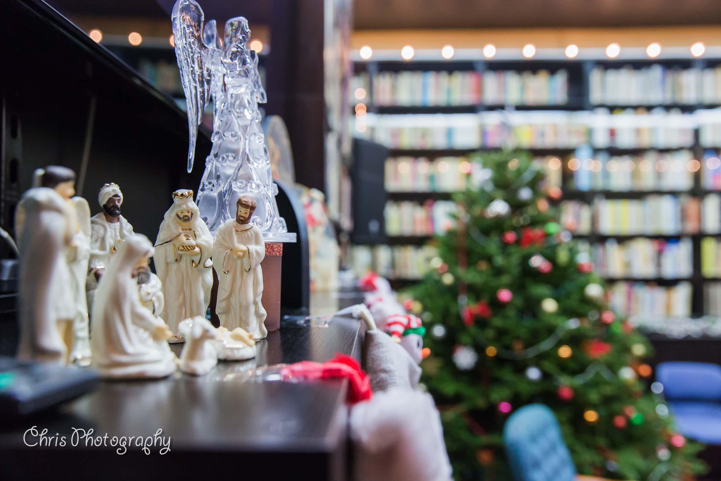 """Piticii lui ,,Moș Crăciun"""" și bucuria cadourilor la Chicago"""