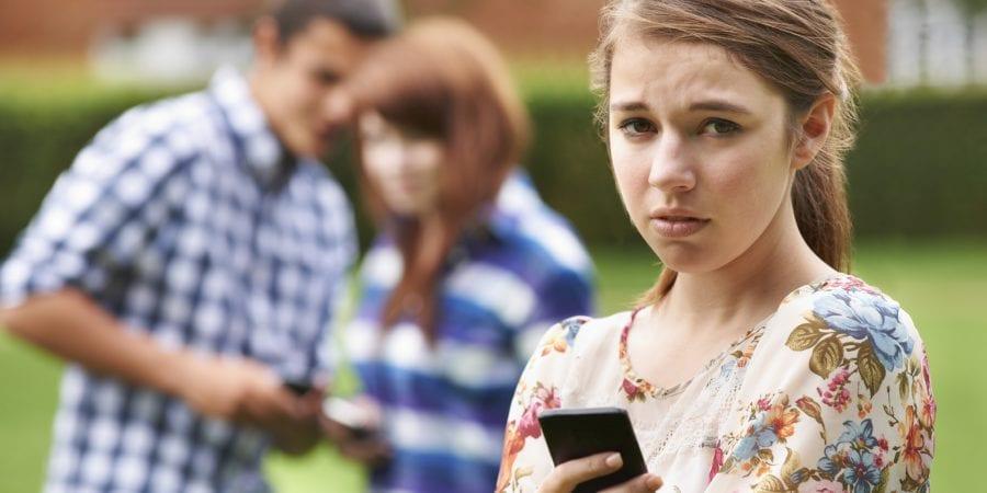 10 motive pentru a nu da copilului sau adolescentului un smartphone