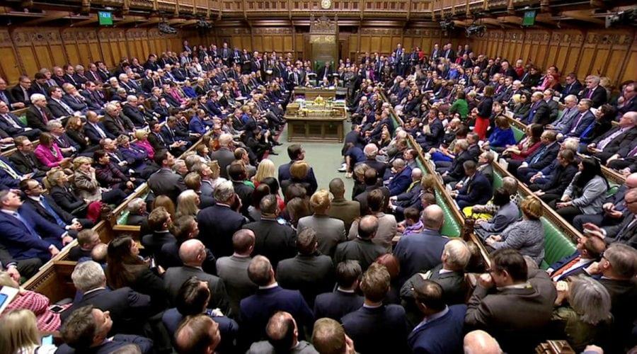 Brexit: Parlamentul britanic a respins masiv acordul propus de May