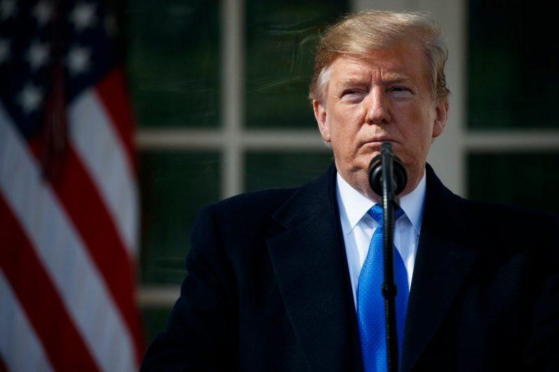 """Trump a declarat """"urgență națională"""" pentru a putea ridica zidul de la frontiera cu Mexicul"""