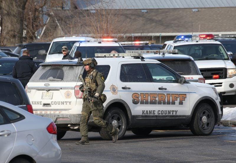 Cinci morţi într-un atac armat în apropiere de Chicago