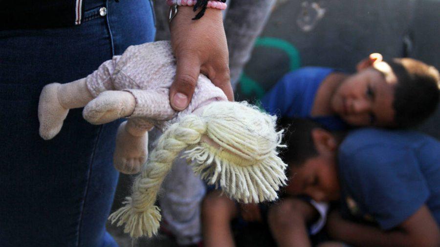 Traficanții de la frontiera cu SUA oferă bani pentru copii