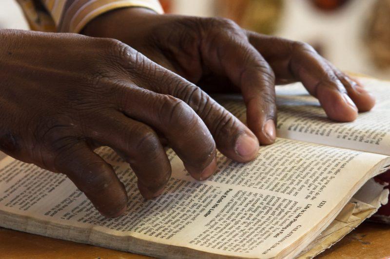 Camerun: Un traducător al Bibliei a fost ucis cu bestialitate