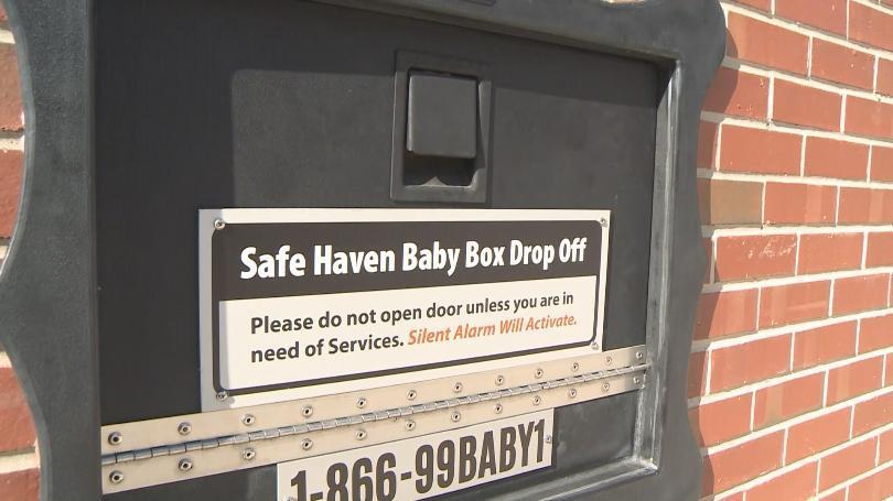 Inedit: O cutie de siguranță dedicată bebelușilor abandonați salvează o fetiță în prima lună de la instalare