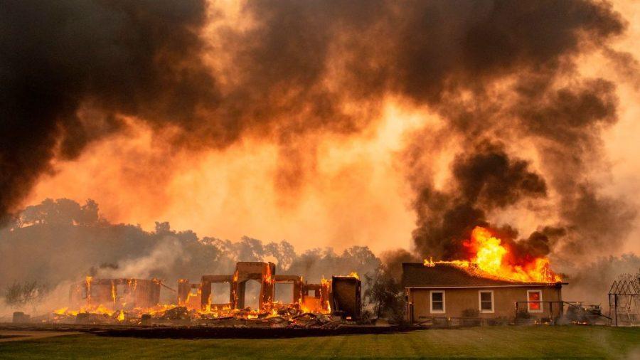 Incendii în California – Flăcările au ajuns în cartierele de lux; mii de persoane, inclusiv vedete, au fost evacuate