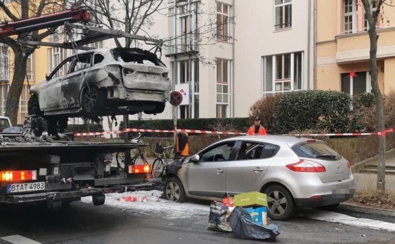 Germania: Feministele incendiază mașina unui jurnalist care promovează Marșul pentru Viață