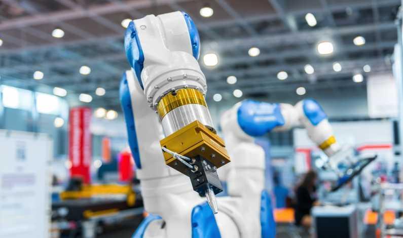 Cel mai bogat român din SUA investește într-o fabrică de roboți la Oradea