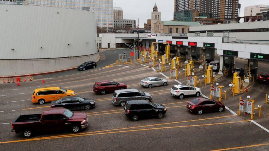 """SUA şi Canada închid temporar graniţa rutieră comună pentru toate deplasările """"neesenţiale"""""""