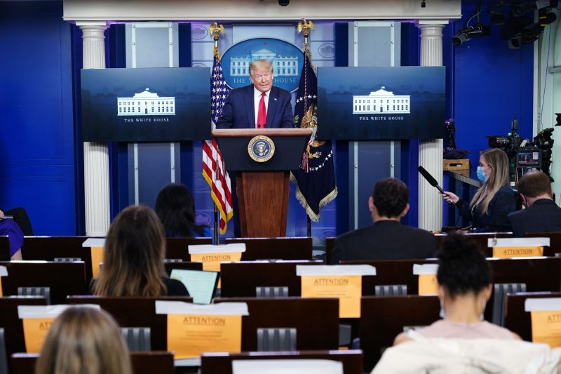 Donald Trump: Declar Bisericile locuri ESENȚIALE care oferă SERVICII ESENȚIALE. Deschideți Bisericile! (video)