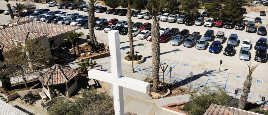 California ia atitudine: 3000 de biserici anunță redeschiderea pe 31 mai, în ciuda ordinelor guvernatorului