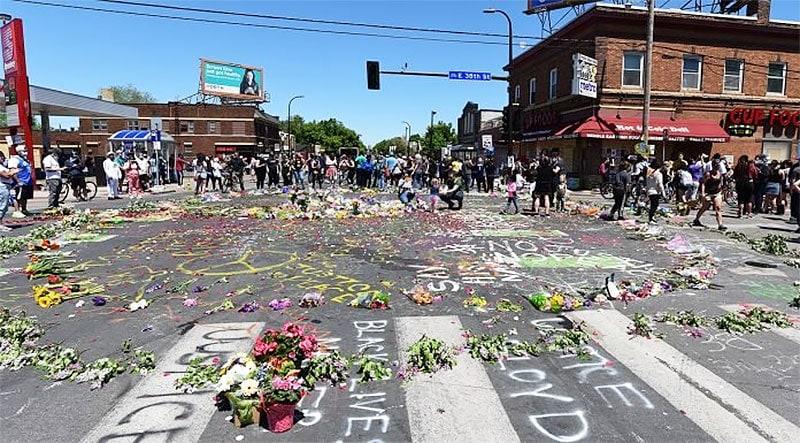 Acuzații actualizate în cazul uciderii lui George Floyd împotriva fostului ofițer de poliție și foștilor săi colegi