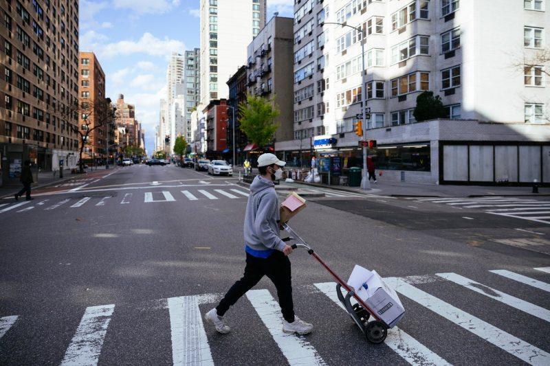 Americanii părăsesc New York City masiv. Cuomo îi roagă să revină