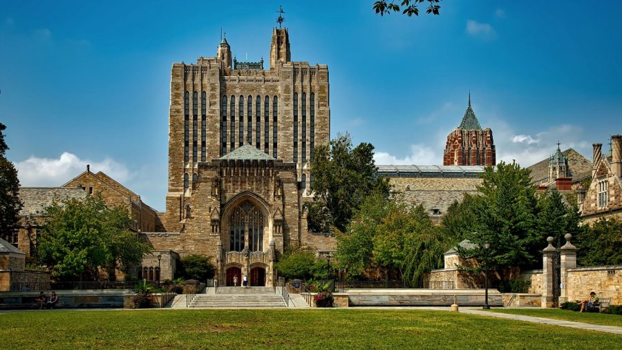 """DOJ: Universitatea Yale, vinovată de discriminare """"continuă"""" împotriva aplicanților asiatici-americani și albi"""