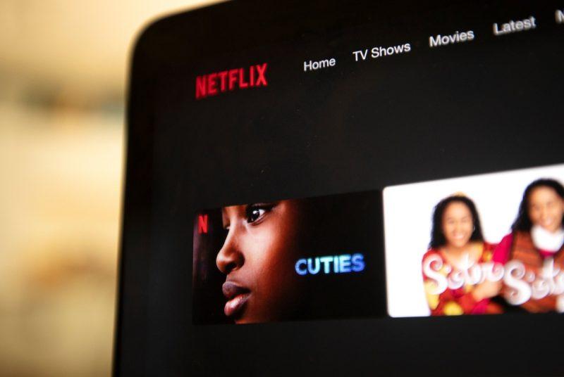 """Texas: Netflix, pus sub acuzare pentru filmul de pornografie infantilă """"Cuties"""""""