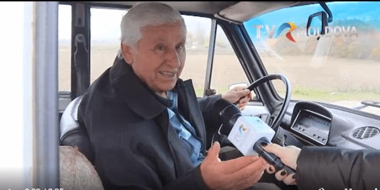 Un bărbat din Florești caută locul unde se dau banii promişi pentru un vot acordat lui Igor Dodon