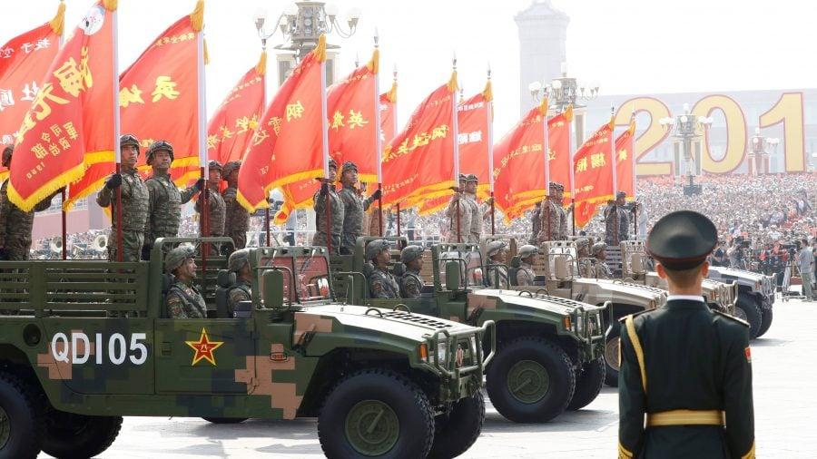 Trump le interzice americanilor să investească în companii militare chineze