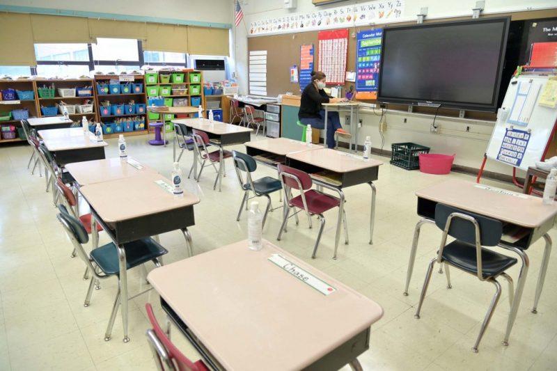 Noile instrucțiuni CDC privind redeschiderea școlilor, influențate de opinia sindicatelor din învățământ