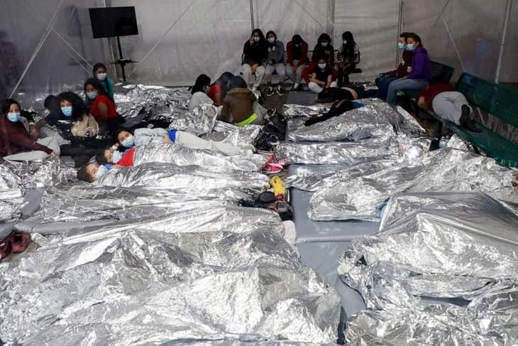 Administrația Biden cedează și arată condițiile deplorabile în care ține copiii imigranți