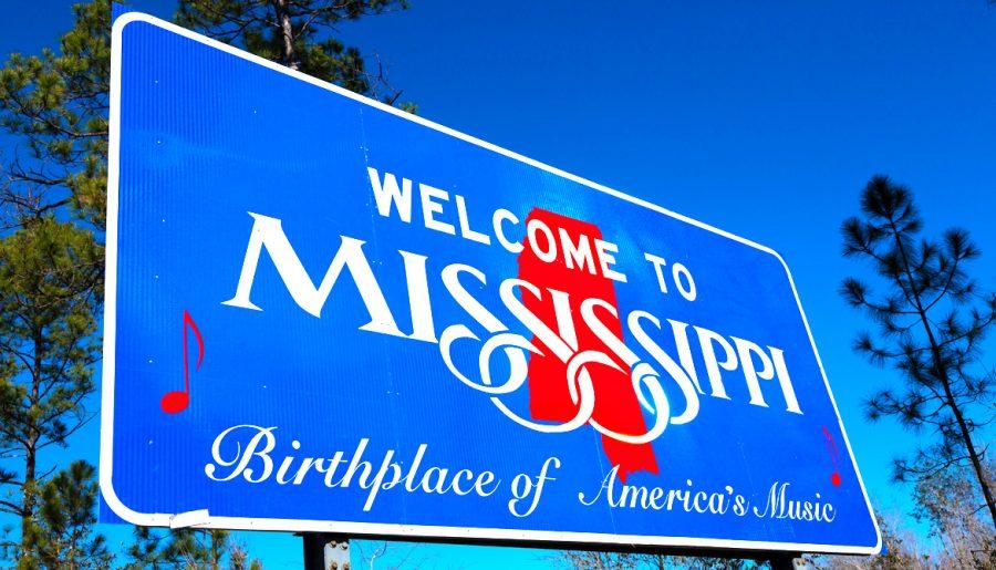 Mississippi anulează mandatele de mască obligatorie și restricțiile impuse afacerilor