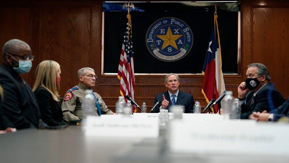 Texas: Guvernatorul Abbott va tăia fondurile orașelor care reduc bugetul poliției
