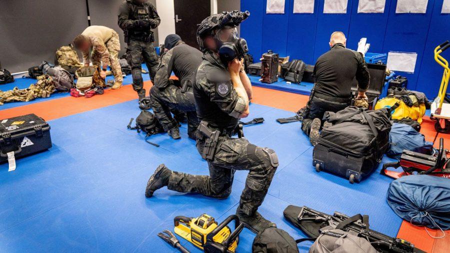 Operațiune sofisticată de destructurare infracțională la nivel global – peste 800 de arestări, 100 de persoane salvate