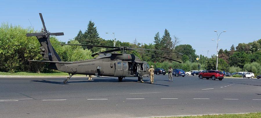 VIDEO – Momentul în care un elicopter american Black Hawk aterizează forțat în mijlocul Bucureștiului