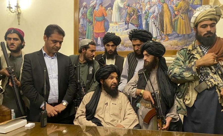 Talibanii postează pe Twitter, în timp ce lui Trump îi este interzis în continuare accesul