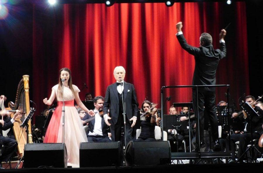 Laura Bretan, alături de tenorul José Carreras pe scena din Oradea