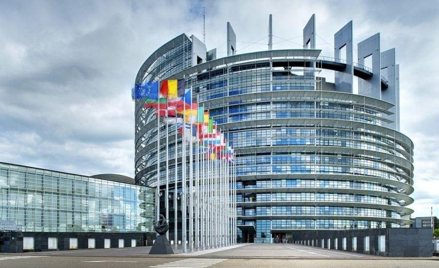 """Parlamentul European sfidează suveranitatea României apărând """"drepturile"""" LGBT"""