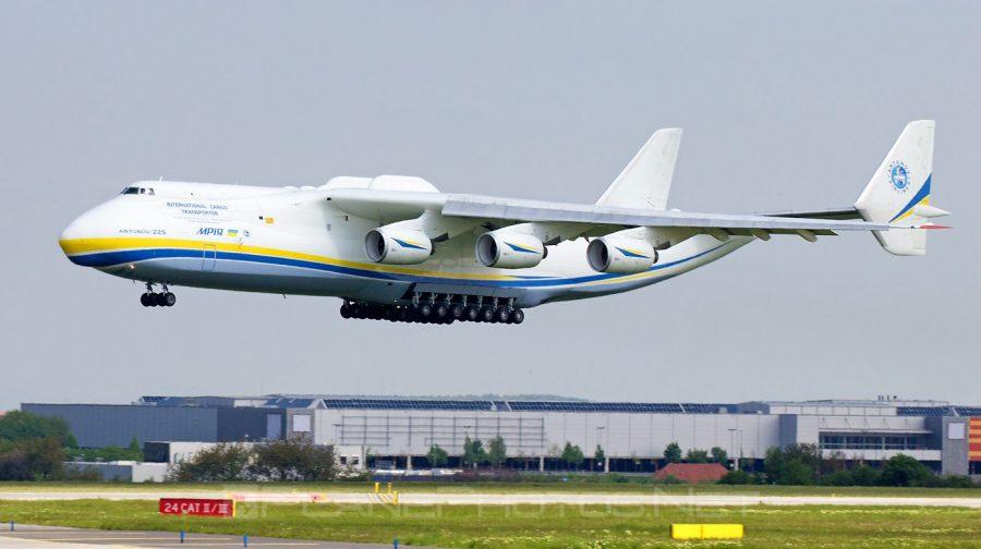 România: Cel mai mare avion din lume a aterizat joi pe aeroportul Henri Coandă