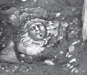 La Medusa, tal com es va trobar al jaciment del Romeral. Fotografia: LLuís Marí i Víctor Revilla