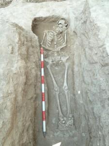 Inhumació corresponent a una de les antigues abadesses de Vallsanta situada a la Sala Capitular del monestir. Fotografia: Josep M. Vila