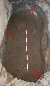 Base del pou miner L1, amb indicació dels rebaixos existents a les parets. Campanya 2015