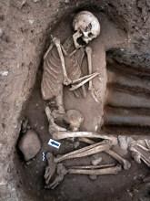 6-Enterrament individual del neolític antic evolucionat amb aixovar funerari (autor: Jordi Roig-Arrago, 2015).