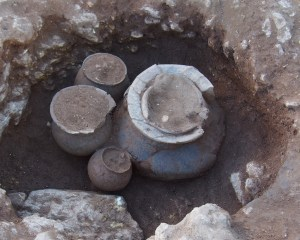 Fossa amb el conjunt funerari, de la necrópolis de la primera edat del Ferro de Vilanera